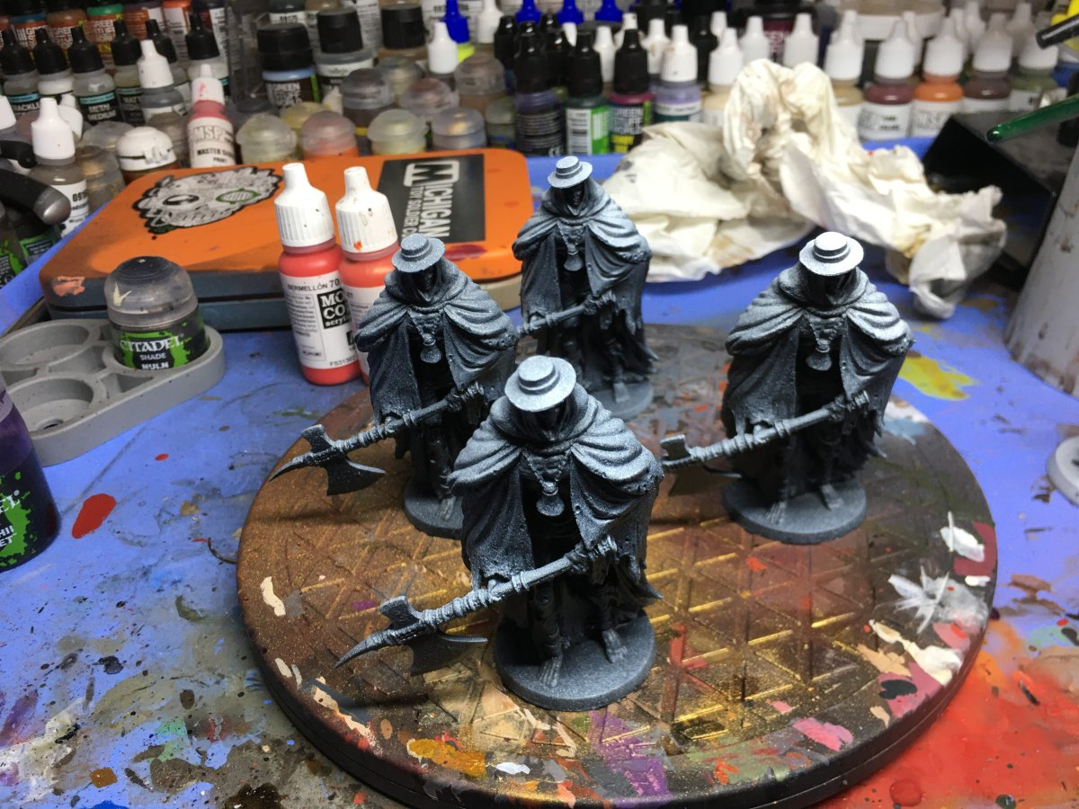 Hobby Help: Zenithal Priming with RattleCans
